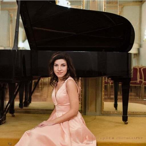 Intrattenimento per feste private: il lavoro del musicista - Giulia - Pianista a Venezia