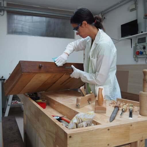 Perché affidarsi ad un restauratore di mobili? - Letizia Bertone: Restauratrice di mobili ed oggetti in legno