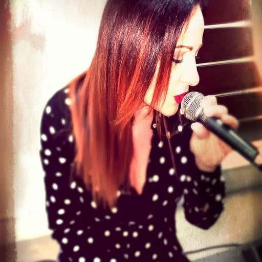 Una professionista della musica al vostro servizio - Katia Crocè - Cantante a Reggio Calabria