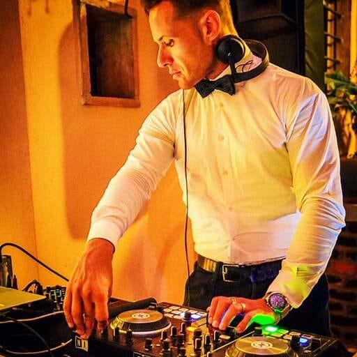 Le risposte del Professionista alle tue domande - Carlo Vicini - DJ a Milano